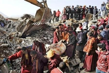 Monks helping rescue efforts following the earthquake in Yushu